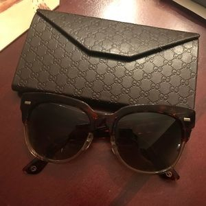 New Gucci sunglasses w/ folding case Authentic